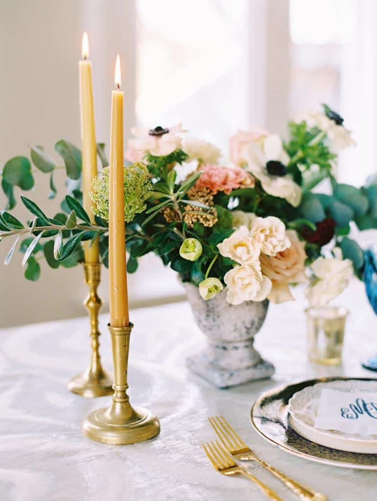 Beautiful details on a table with beautiful flowers and candles
